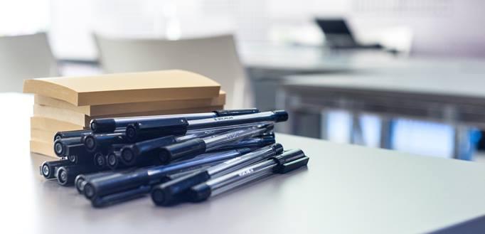 olovke na stolu