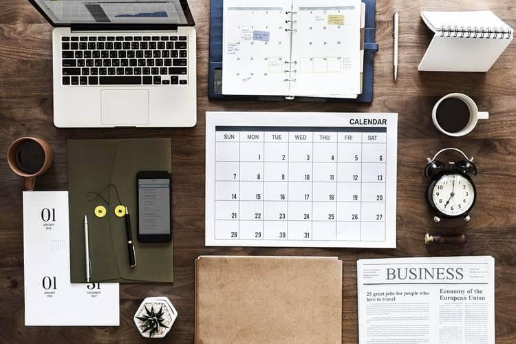 kalendar, planer, šolja, sat