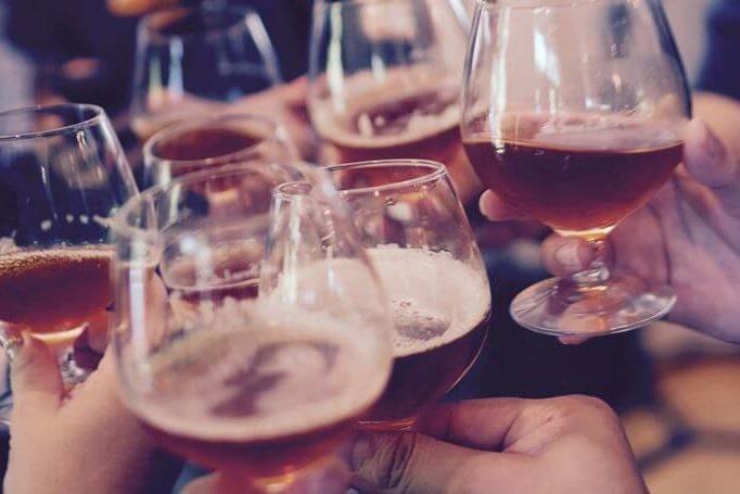 Čaše sa alkoholom na proslavi