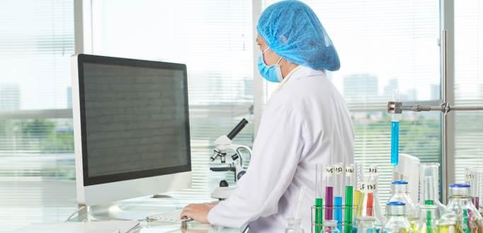 Žena radi u laboratoriji