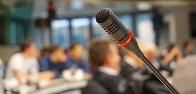 Mikrofon na konferenciji