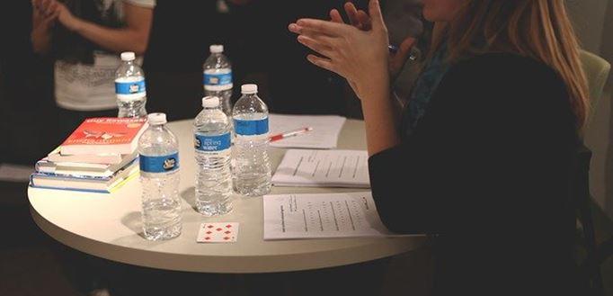 Konferencija za uskim okruglim stolom