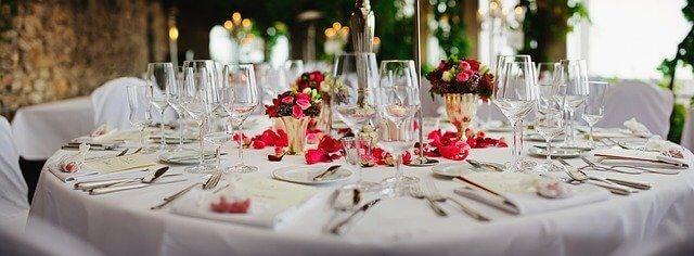 Svečano postavljen sto