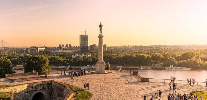 Pogled na kalemegdansku terasu na kojoj se nalazi spomenik pobednika